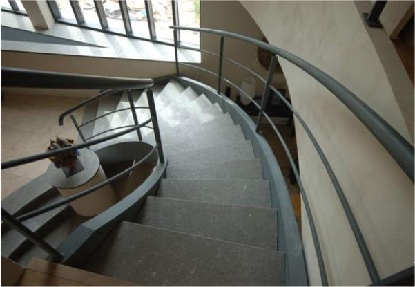 3-escadaria-metalisca-durand