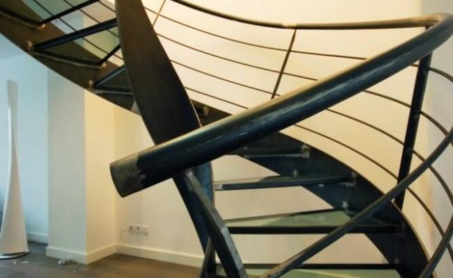 escalier-helicoidal-en-colimacon-elikoflam-marches-verre-garde2