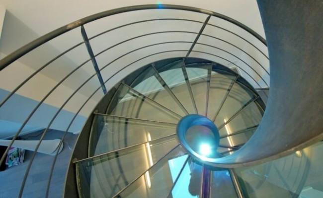 escalier-helicoidal-en-colimacon-elikoflam-marches-verre-garde3