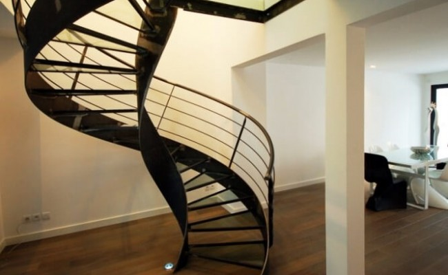 escalier-helicoidal-en-colimacon-elikoflam-marches-verre-garde5