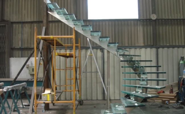 ladder-in-stainless-steel-and-glass1